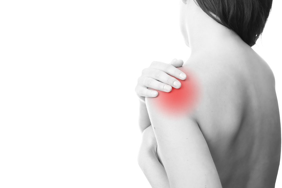 woman with pain in the shoulder from trigger points